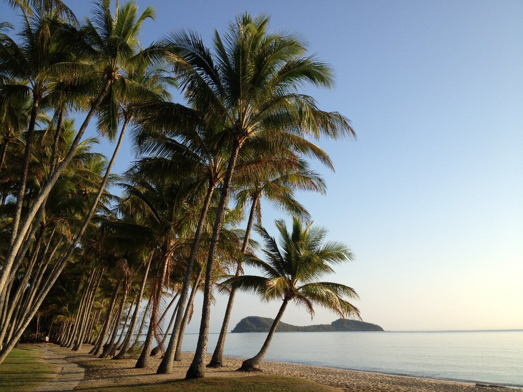 palm cove beaches in cairns