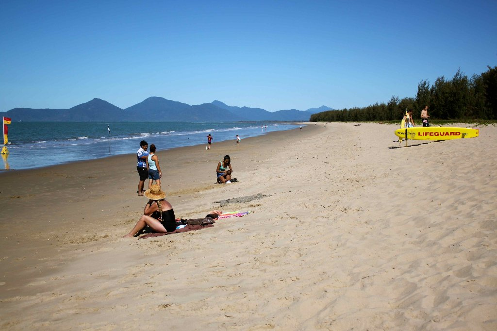 yorkeys knob beaches in cairns