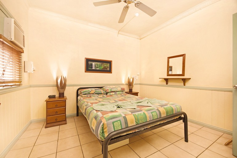 cairns hostel deluxe double