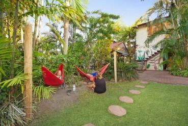 cairns hostel hammocks