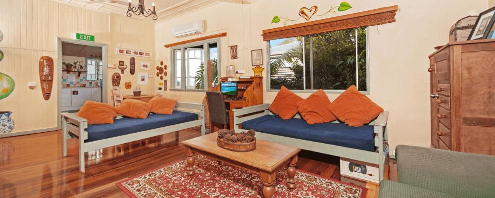 cairns hostel lounge